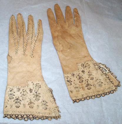 Pair of linen gloves (C04839, C04840)