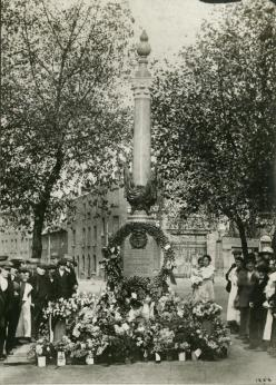 War memorial, Mill Pond Bridge. October 1921 (PB01254)