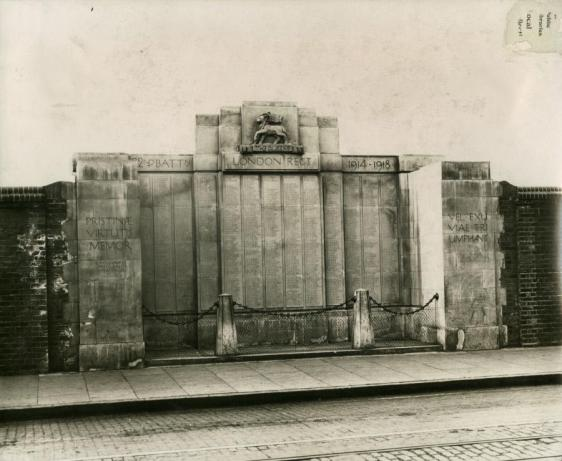 War Memorial on Jamaica Road to the 22nd Battalion, The Queens (pb02322)