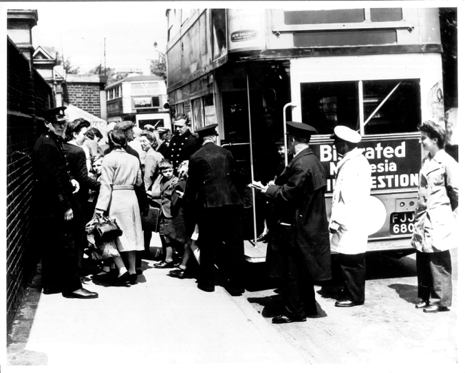P16265 Evacuees returning to Oliver Goldsmith School from Dorset Jun 1945