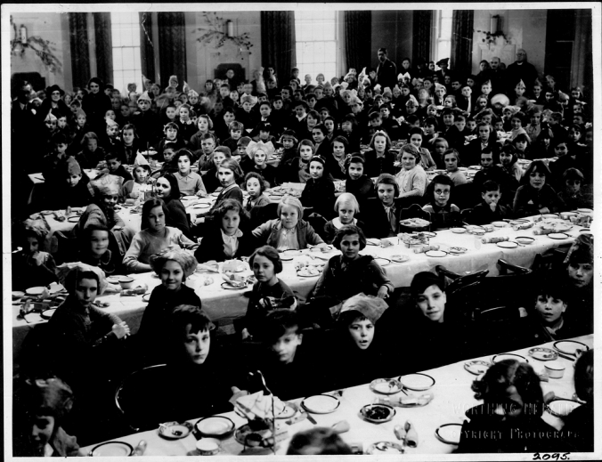 PB2095 MBB Evacuees tea party Worthing Jan 1940