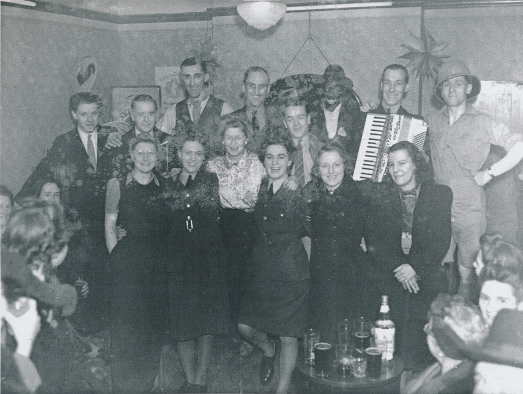 WW2 - Concert at Pyrotechnists Arms, Nunhead Green in aid of RAF Benevolent Fund c1942 (P21730)